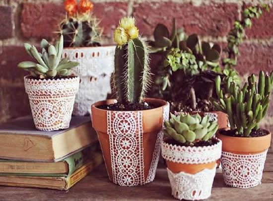 Decoração de Vasos com Toalhinhas de Crochê