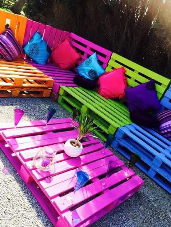 Sofá com Pallets Coloridos