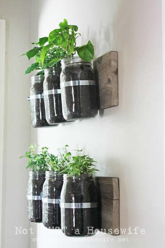 Vasos sustentáveis com potes de vidro