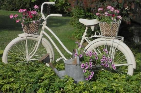 Decoração Linda com Bicicletas Velhas
