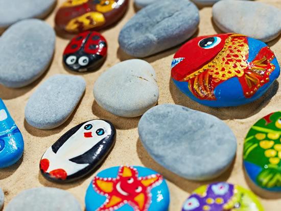 Bichinhos lindos com pedras decoradas