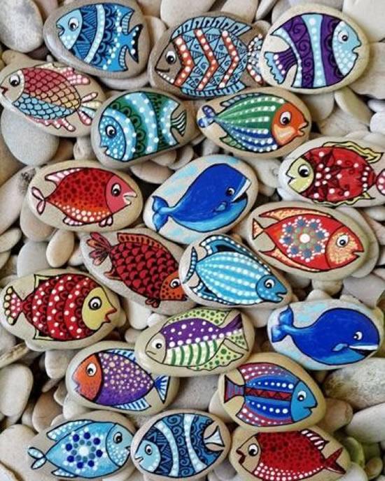 Bichinhos com pedras decoradas