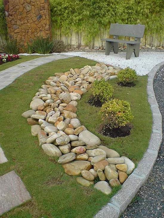 Jardim decorado com pedras
