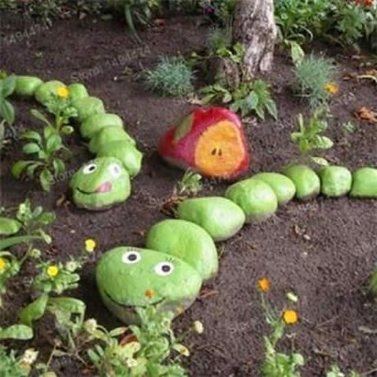 Minhoca com pedras para decorar jardim