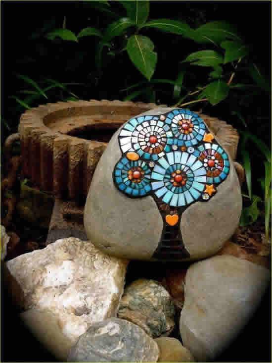 Lindas Pedras Decoradas para Jardim