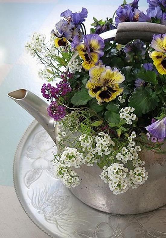 Decoração com arranjos lindos de flores