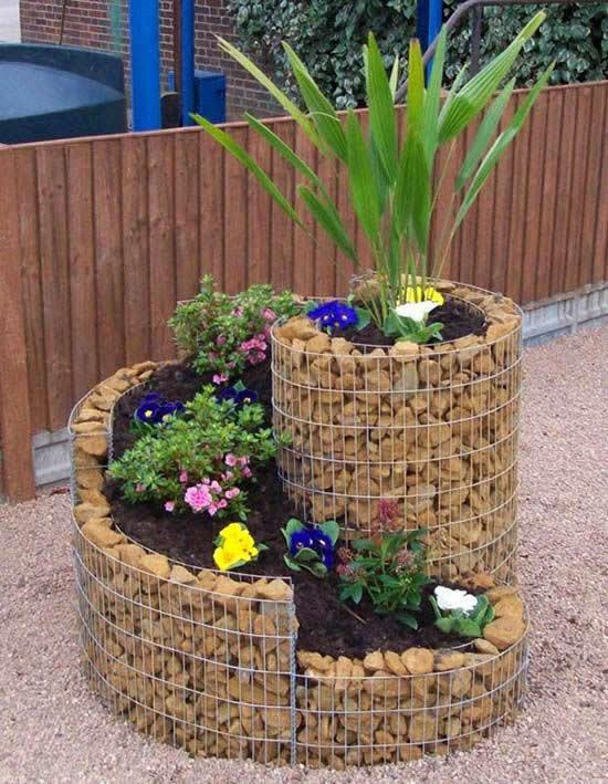 Jardim com decoração diferente e criativa