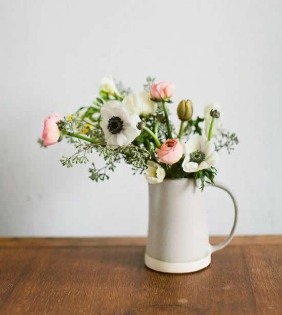 Vaso lindo com arranjo de flores