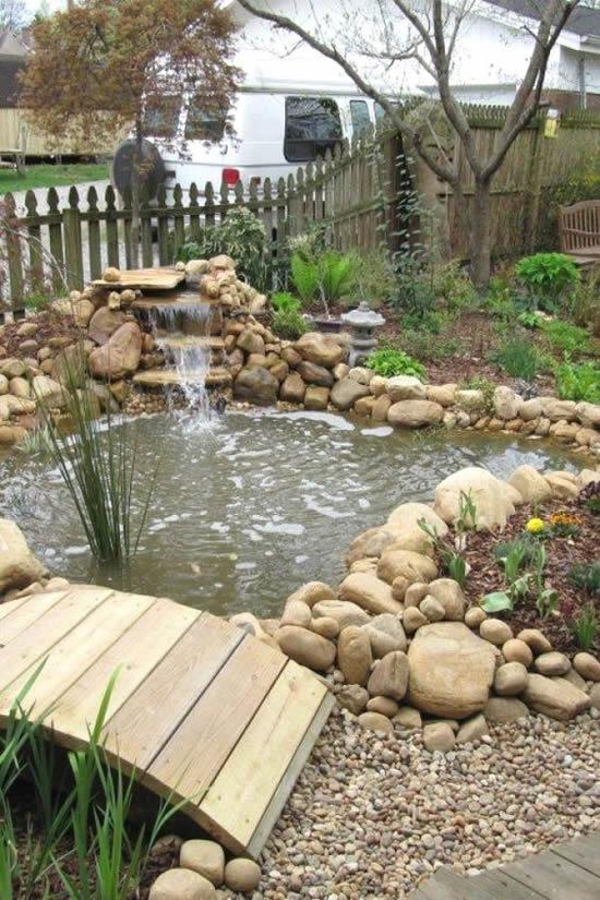 Lago de jardim muito lindo