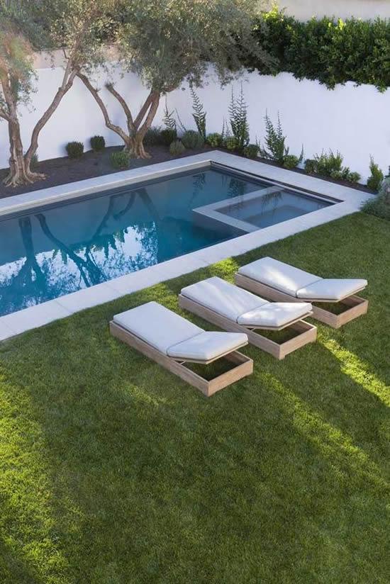 Jardim lindo com piscina