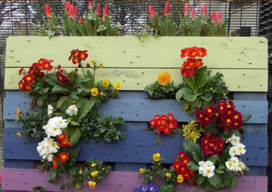 Decoração com pallets e flores