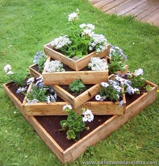 Lindas flores em pallets