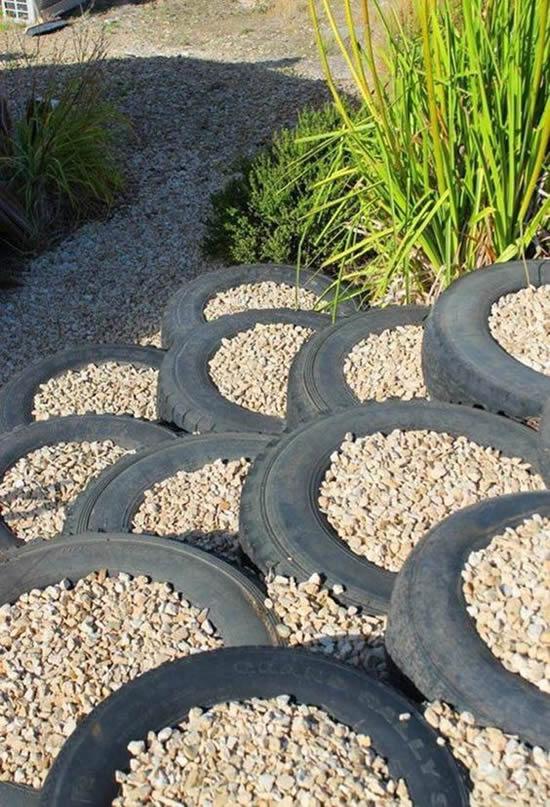 Escada com pneus para jardim