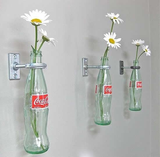 Linda decoração com garrafas de vidro