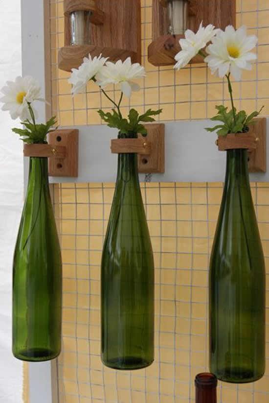 Vasos com garrafas de vidro