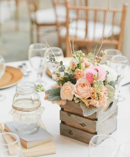 Vaso de madeira para decoração de mesa