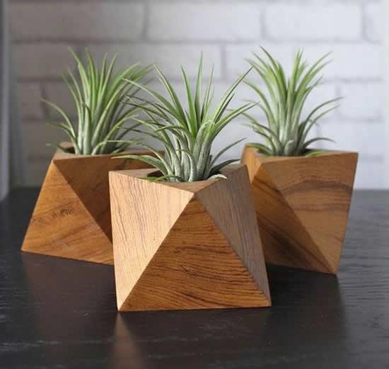 Vaso de madeira para inspiração