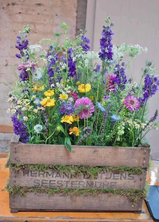 Decoração de jardim com caixotes