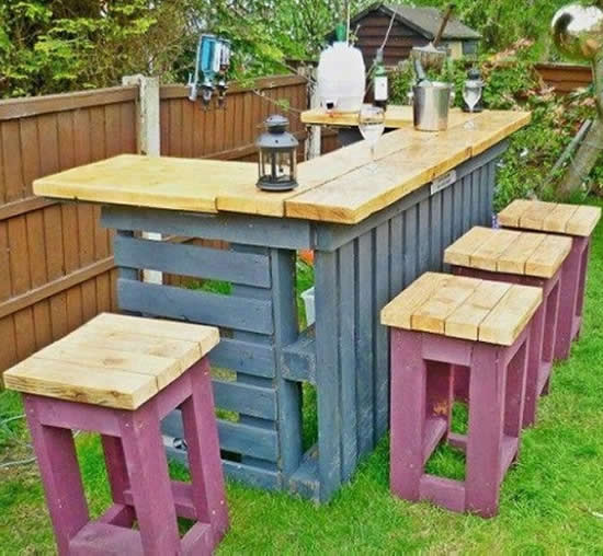 Bar de jardim com pallets