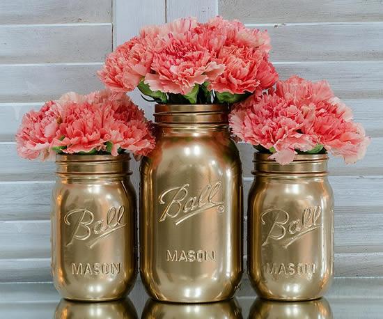 Lindos arranjos de flores com pote de vidro