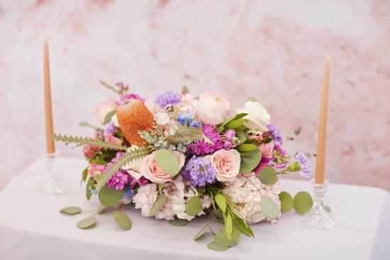 Decoração com arranjo de flores