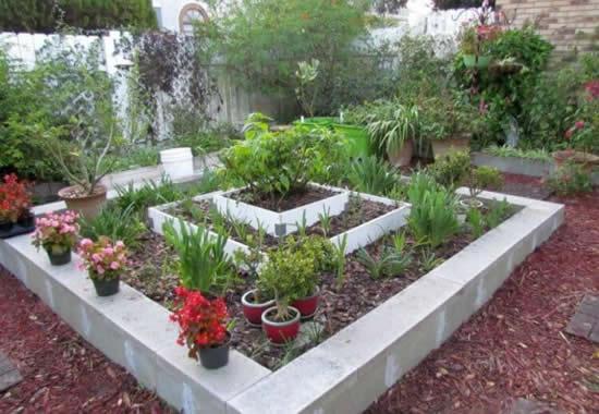 Projeto lindo de jardim com blocos de concreto