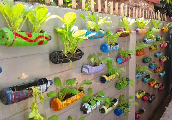 Horta linda com garrafas plásticas