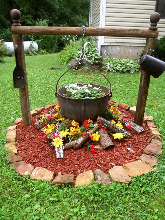 Linda decoração de jardim com panela velha