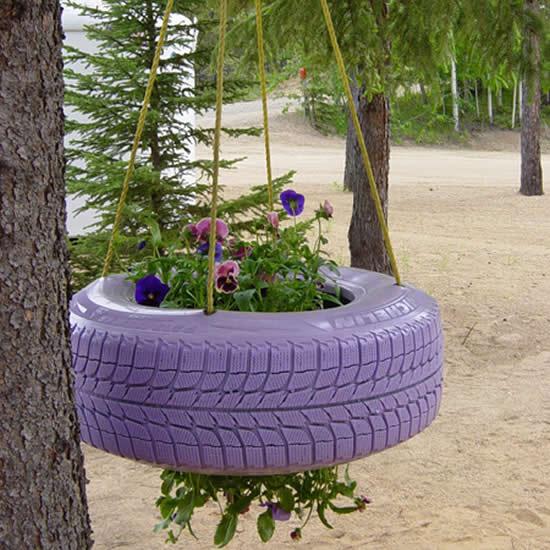 Vaso suspenso com pneu velho