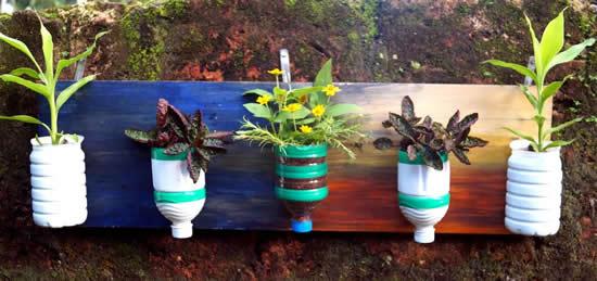 Vasos com garrafa PET para jardim