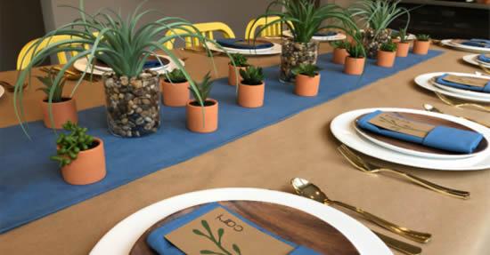 Decoração charmosa com suculentas na mesa