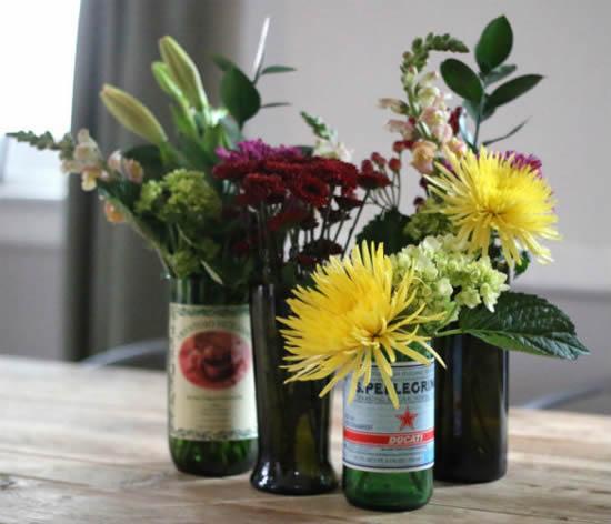 Vasos lindos com garrafas cortadas