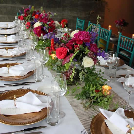 Arranjos de flores para decorar a mesa
