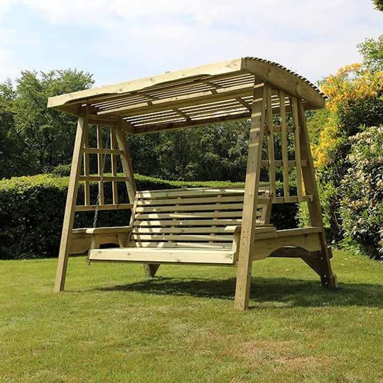 Decoração de jardim com cadeira de balanço suspensa