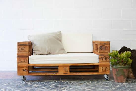 Sofá com pallets de madeira