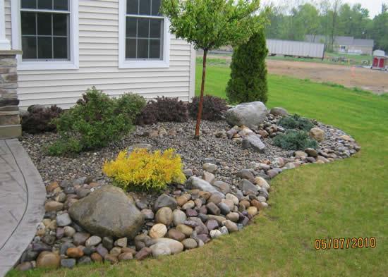 Decoração de canteiros de jardim com pedras