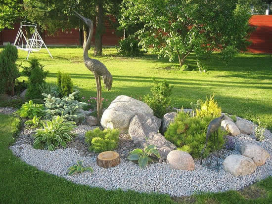 Decoração com pedras grandes para enfeitar o jardim