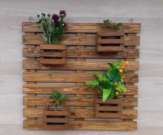Suporte de madeira para vasos
