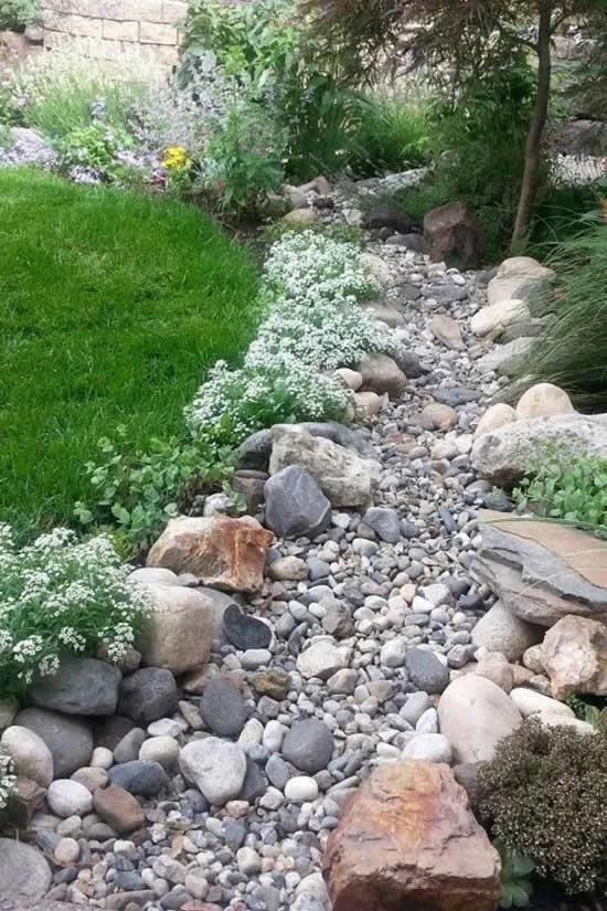 Caminhos lindos para jardins com pedras