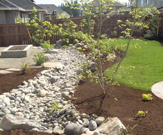 Caminho com pedras para o jardim