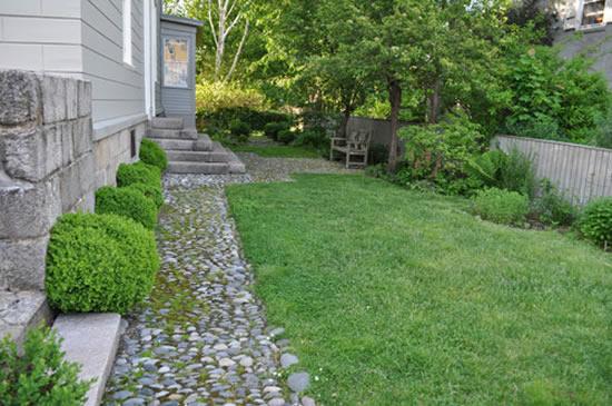Caminho de pedras no jardim