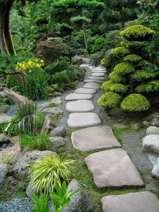 Decoração com caminho de pedras