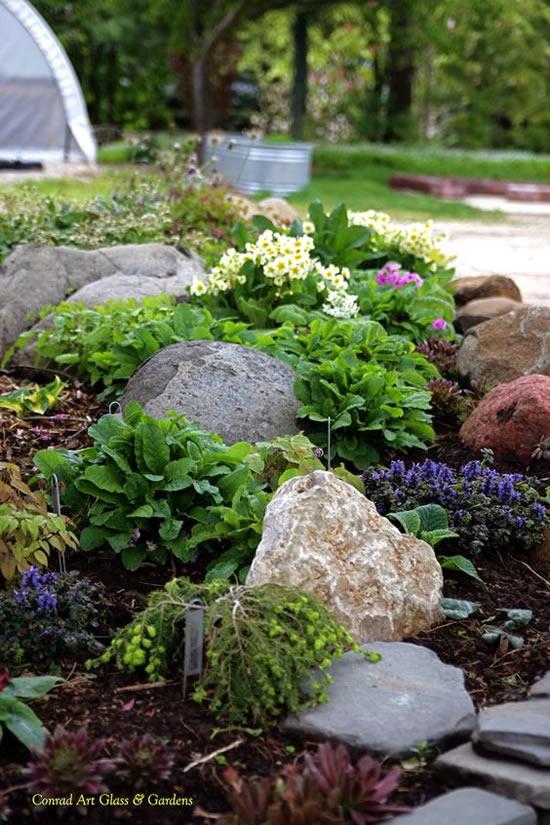 Enfeites para jardim com pedras rústicas
