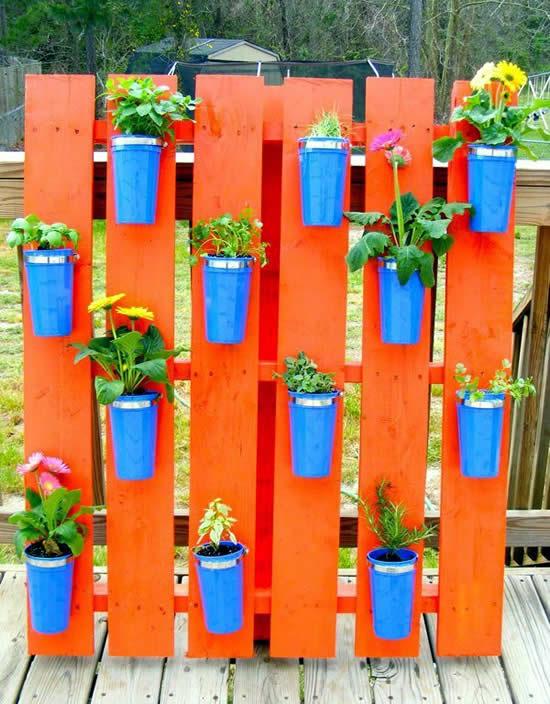 Dicas para decoração com madeira no jardim