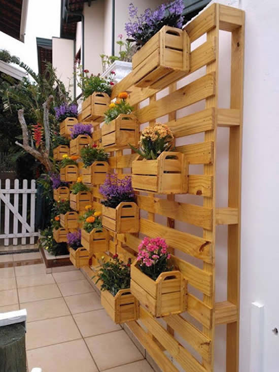 Dicas para decoração com madeira no jardim - Pallets