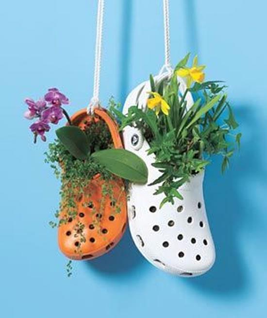 Vaso para jardim com sandálias Crocs