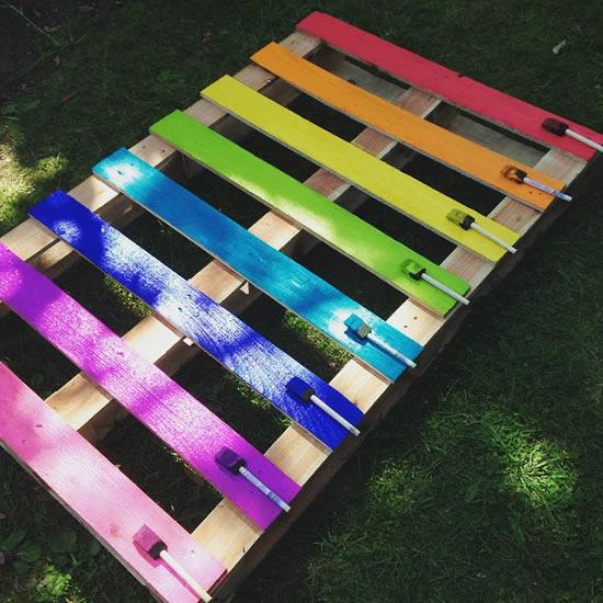 Decoração com paletes coloridos