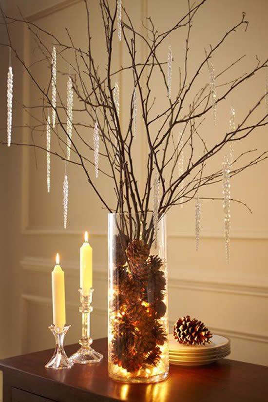 Linda Árvore de Natal com galhinhos secos