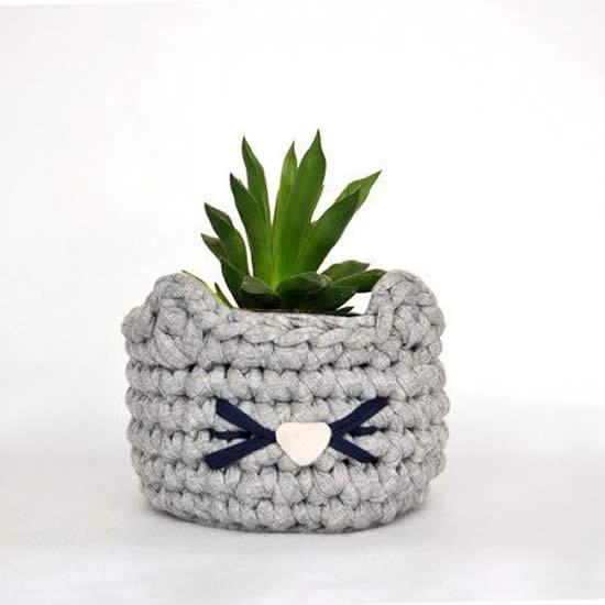 Cachepô de crochê para plantinhas