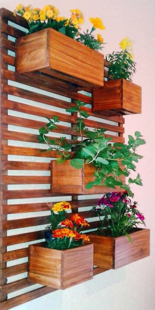 Palete de madeira com plantas
